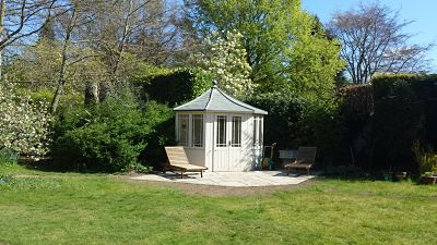 Summer house with paved area
